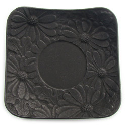 CHRYSANTHEMUM saucer - Cast-iron black