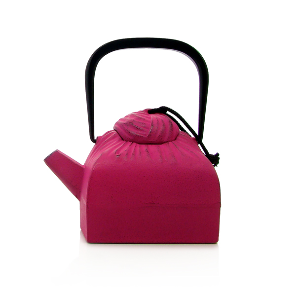 Drapé teapot : japan cast iron teapot black, fuchsia pink, red