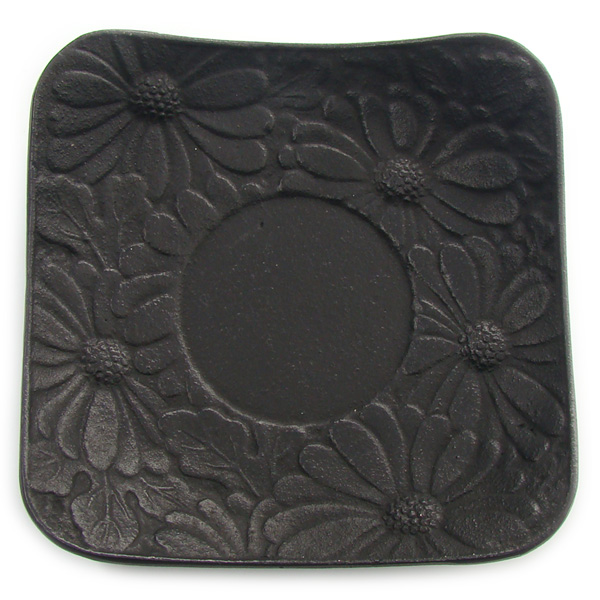 A8320 - CHRYSANTHEMUM saucer Cast-iron
