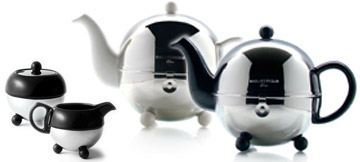 Art Deco 1930 tea set made of isotherm teapot, porcelain tea cup, sugar bowl and milk jug