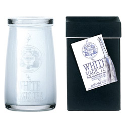 White Magic Tea : Thé blanc au ton doux et boisé parfumé aux fleurs blanches de la collection Magic Tea conditionné en flacon de verre soufflé